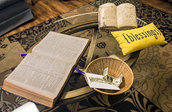 Seminar gives clergy insights into talking about faith and money